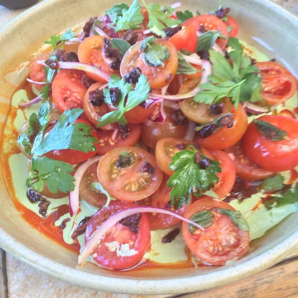 סלט עגבניות וטחינה